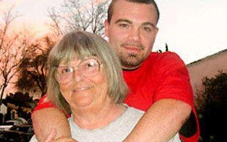 pearlcarter1627958c - Nieto de 26 enamorado de su Abuela de 72 y esperan un Bebe